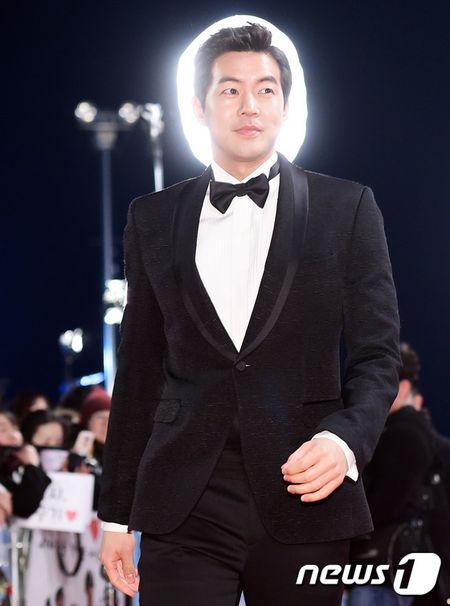 Song Hye Kyo xinh nhu cong chua, Song Joong Ki banh bao hop hon fan - Anh 11