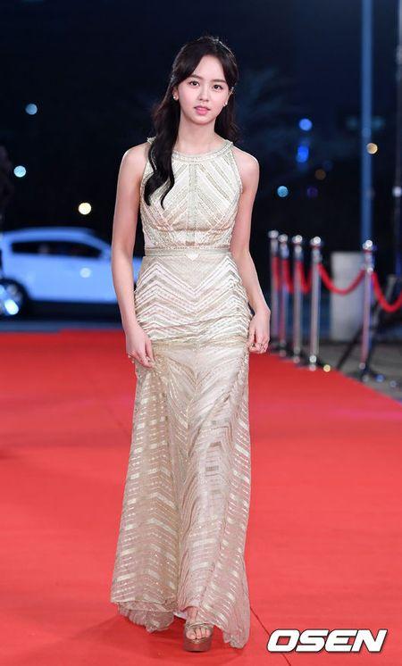 Song Hye Kyo xinh nhu cong chua, Song Joong Ki banh bao hop hon fan - Anh 12