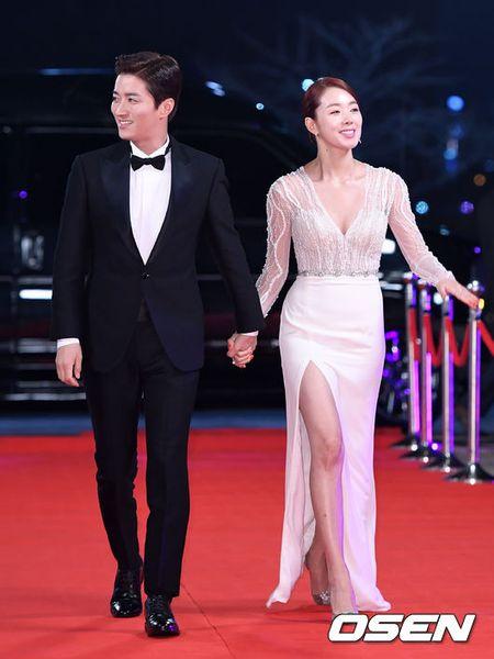Song Hye Kyo xinh nhu cong chua, Song Joong Ki banh bao hop hon fan - Anh 14