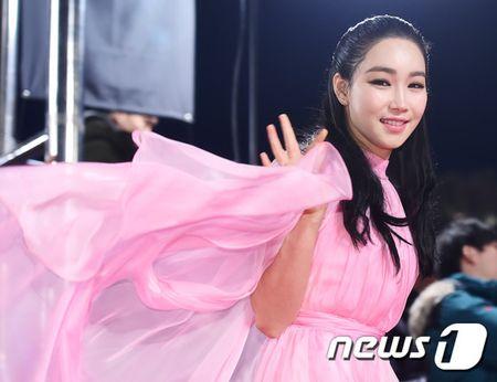Song Hye Kyo xinh nhu cong chua, Song Joong Ki banh bao hop hon fan - Anh 16