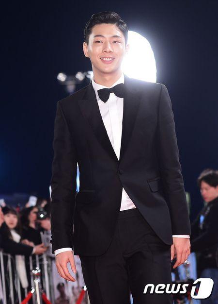 Song Hye Kyo xinh nhu cong chua, Song Joong Ki banh bao hop hon fan - Anh 18