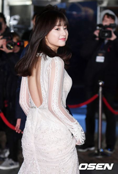 Song Hye Kyo xinh nhu cong chua, Song Joong Ki banh bao hop hon fan - Anh 8