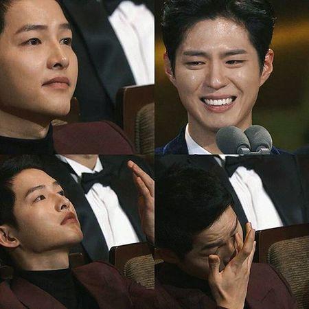 """Song Joong Ki nam tay, om vai Song Hye Kyo khi cung """"chia giai"""" - Anh 3"""