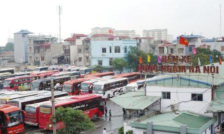 Ha Noi: Se xu ly cac nha xe chong doi dieu chuyen luong tuyen - Anh 1
