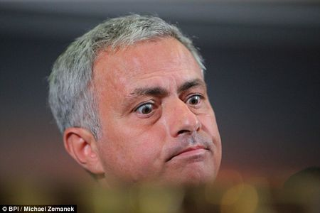 Mourinho 'ngo lo' luong khung cua dai gia Trung Quoc - Anh 5