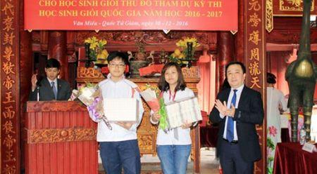 So GD&DT Ha Noi nhan sai sot trong 'le dang huong cho hoc sinh gioi' - Anh 1