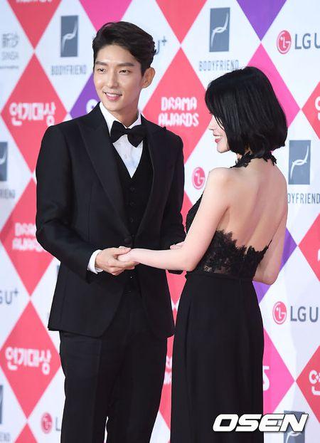 Song Hye Kyo dep ruc ro, khoe sac cung dan Sao tren tham do - Anh 10