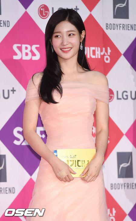 Song Hye Kyo dep ruc ro, khoe sac cung dan Sao tren tham do - Anh 17