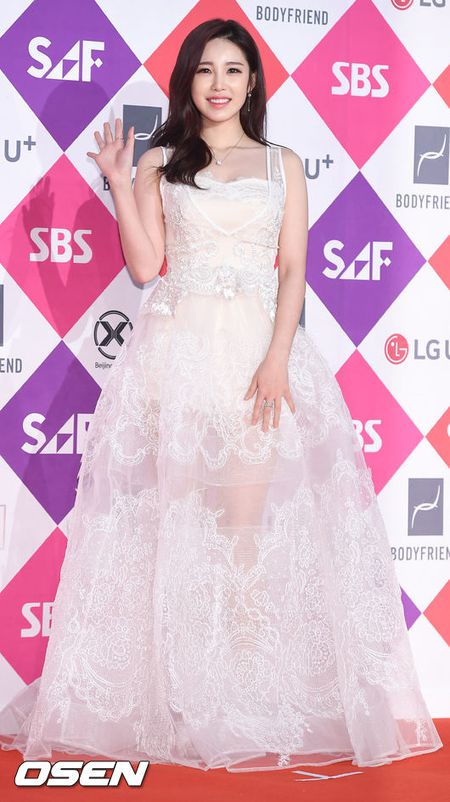 Song Hye Kyo dep ruc ro, khoe sac cung dan Sao tren tham do - Anh 19