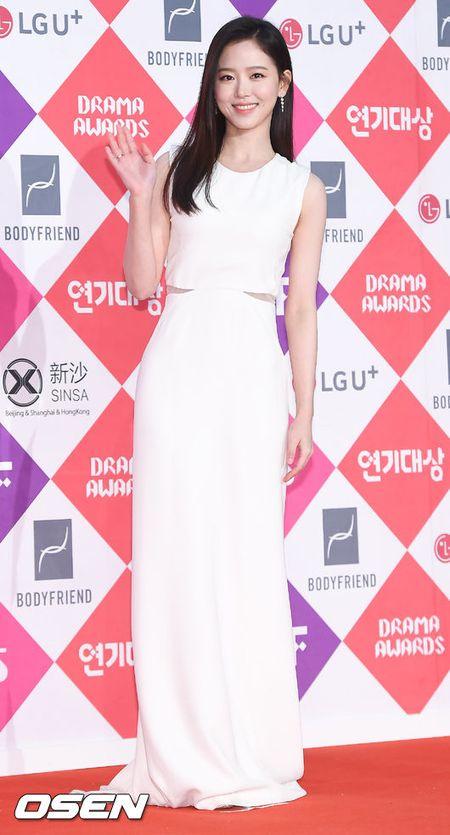 Song Hye Kyo dep ruc ro, khoe sac cung dan Sao tren tham do - Anh 21