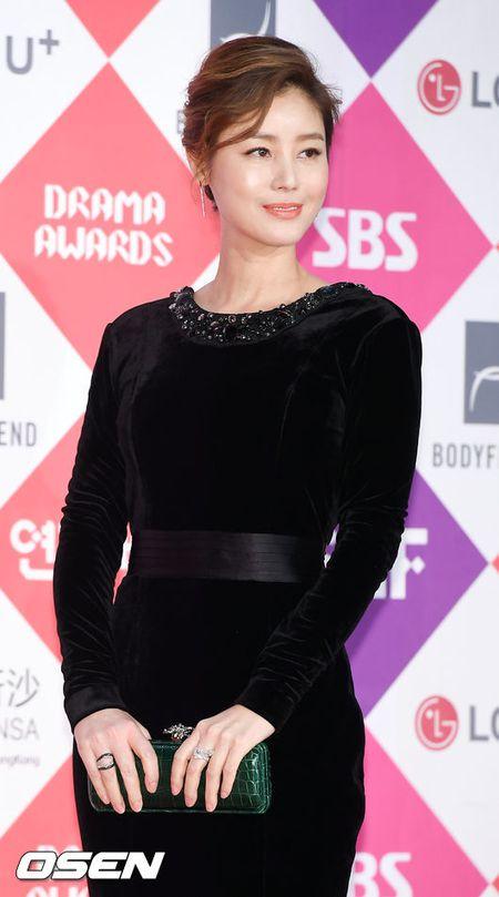 Song Hye Kyo dep ruc ro, khoe sac cung dan Sao tren tham do - Anh 23