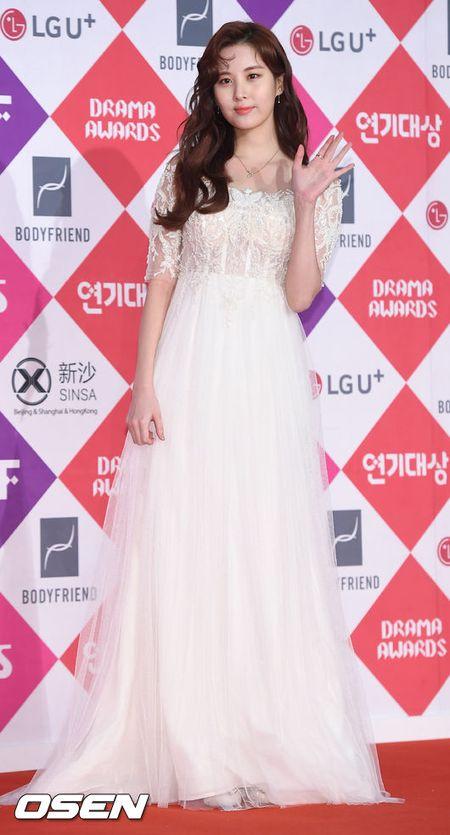 Song Hye Kyo dep ruc ro, khoe sac cung dan Sao tren tham do - Anh 25