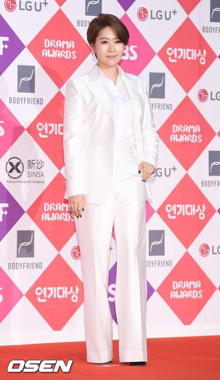 Song Hye Kyo dep ruc ro, khoe sac cung dan Sao tren tham do - Anh 27