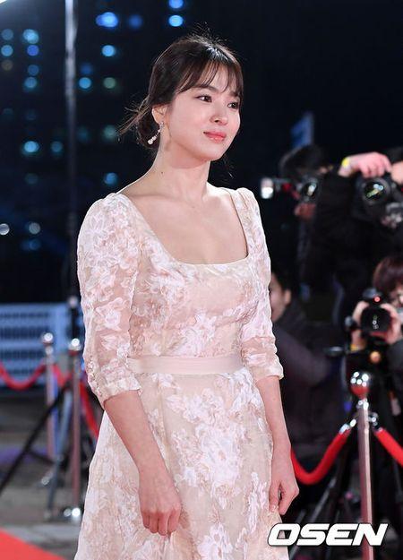 Song Hye Kyo dep ruc ro, khoe sac cung dan Sao tren tham do - Anh 2