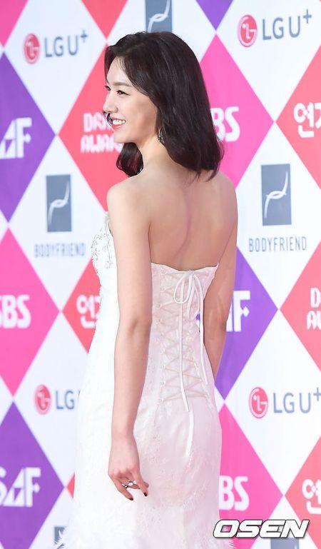Song Hye Kyo dep ruc ro, khoe sac cung dan Sao tren tham do - Anh 9