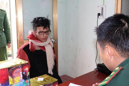 Ha Giang: Bat doi tuong van chuyen 1,2 tan phao no - Anh 1