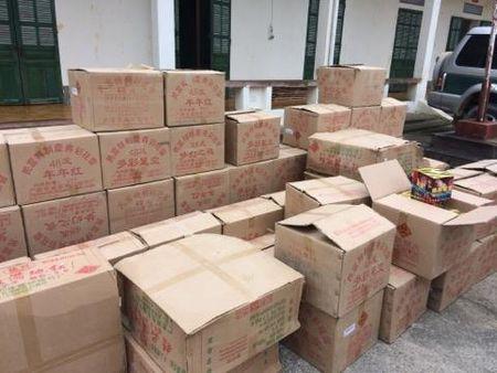 Ha Giang: Bat doi tuong van chuyen 1,2 tan phao no - Anh 2