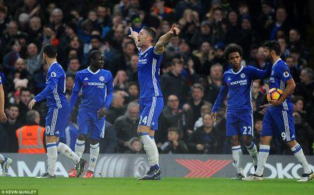 Thang dam Stoke, Chelsea chinh thuc can bang ki luc cua Arsenal - Anh 1