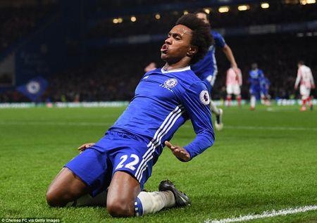 Thang dam Stoke, Chelsea chinh thuc can bang ki luc cua Arsenal - Anh 4