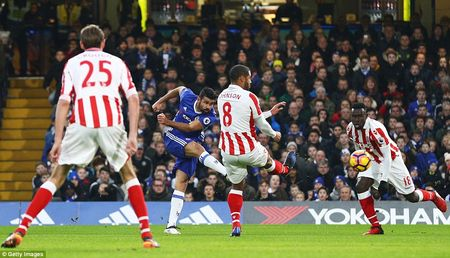 Thang dam Stoke, Chelsea chinh thuc can bang ki luc cua Arsenal - Anh 5