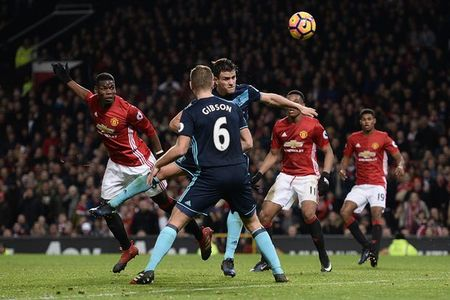 M.U don giao thua bang 'Fergie time' truoc Middlesbrough - Anh 5