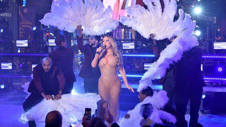 Mariah Carey hat nhep trong dem nhac mung nam moi - Anh 1