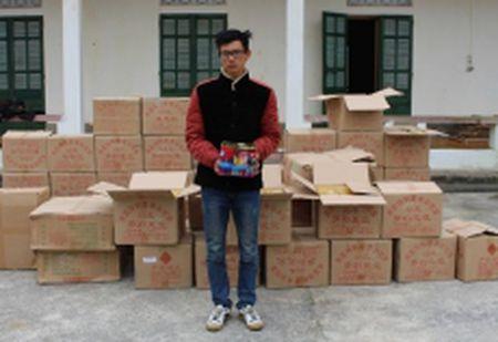 Ha Giang: Bat doi tuong van chuyen gan 1,2 tan phao - Anh 1