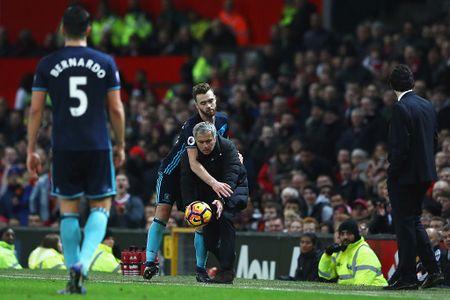 Jose Mourinho dung chieu cau gio lo lieu - Anh 4