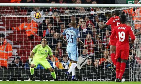 Tung don phu dau, Liverpool danh guc Man City - Anh 1
