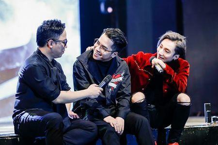 Son Tung M-TP la chua tung thay trong MV co trang 'Lac troi' - Anh 13