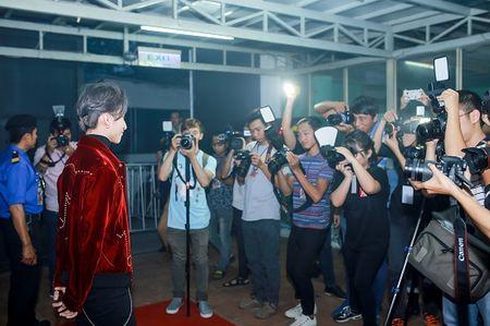 Son Tung M-TP la chua tung thay trong MV co trang 'Lac troi' - Anh 4