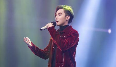 Son Tung M-TP la chua tung thay trong MV co trang 'Lac troi' - Anh 7