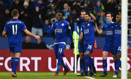 Leicester tim lai chien thang ngay cuoi nam 2016 - Anh 1