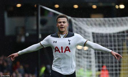 Cung lap cu dup, Kane va Alli dua Tottenham vuot ca Man City lan Man United - Anh 2