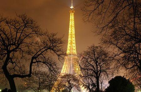 Paris hao hung don nam moi trong vong vay an ninh nghiem ngat - Anh 1