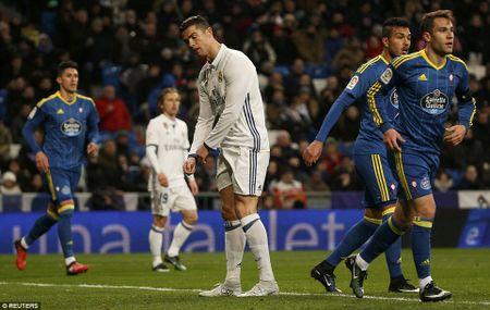Real Madrid thua soc truoc Celta Vigo ngay tren san Bernabeu - Anh 1