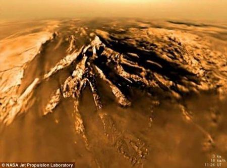 NASA cong bo phat hien bat ngo ve mat trang Sao Tho - Anh 1