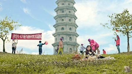 Check-in ngoi chua trong MV sieu hot 'Bao gio lay chong' o Ninh Binh - Anh 1