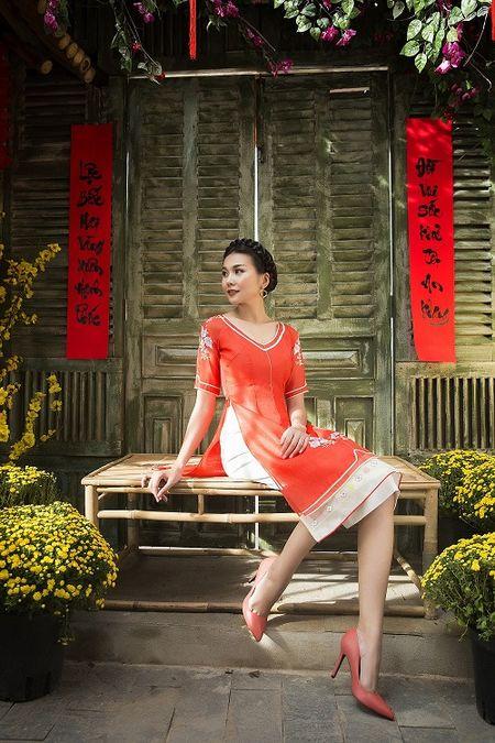 Thanh Hang dien ao dai ngot ngao sac tham ben vuon xuan - Anh 10