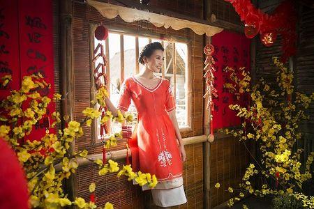 Thanh Hang dien ao dai ngot ngao sac tham ben vuon xuan - Anh 11
