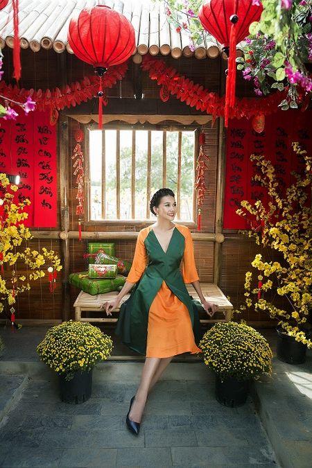 Thanh Hang dien ao dai ngot ngao sac tham ben vuon xuan - Anh 3