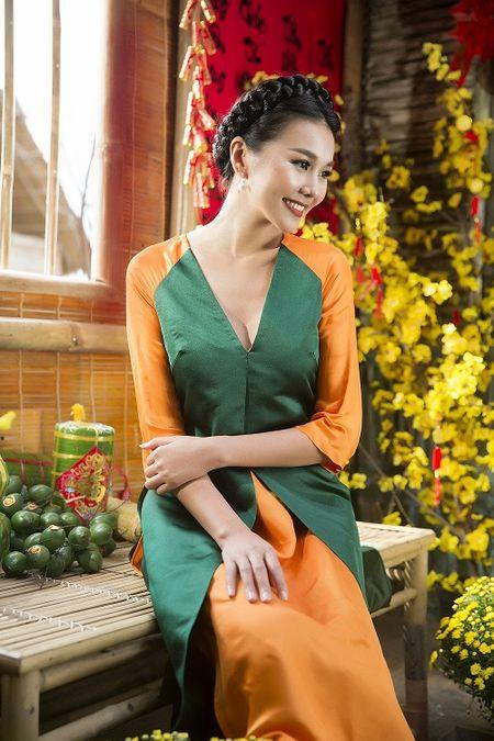 Thanh Hang dien ao dai ngot ngao sac tham ben vuon xuan - Anh 4