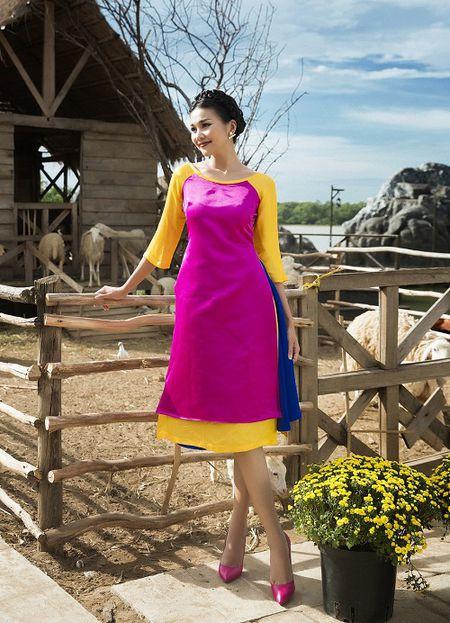 Thanh Hang dien ao dai ngot ngao sac tham ben vuon xuan - Anh 5