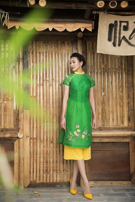 Thanh Hang dien ao dai ngot ngao sac tham ben vuon xuan - Anh 7