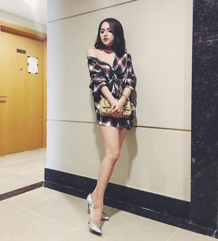 Huong Giang Idol tre nai, khoe body hoan hao me nguoi - Anh 11