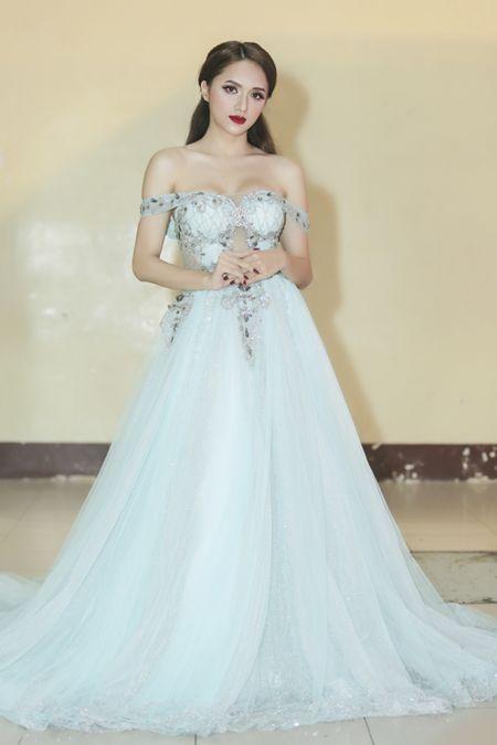 Huong Giang Idol tre nai, khoe body hoan hao me nguoi - Anh 6