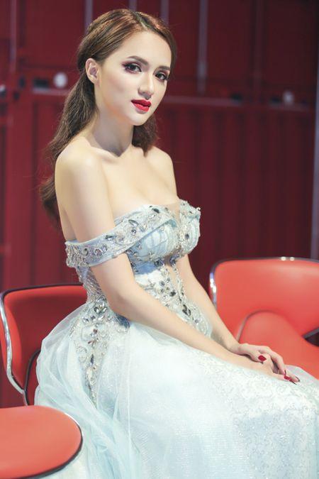 Huong Giang Idol tre nai, khoe body hoan hao me nguoi - Anh 8