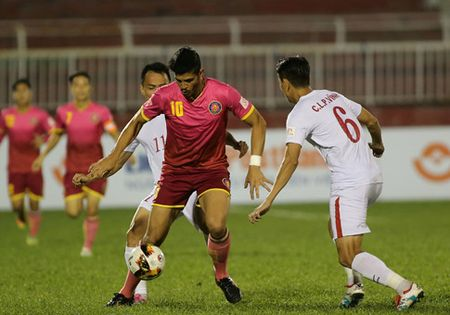 Cong Vinh manh tay thuong cho TPHCM sau chien thang truoc Sai Gon FC - Anh 1