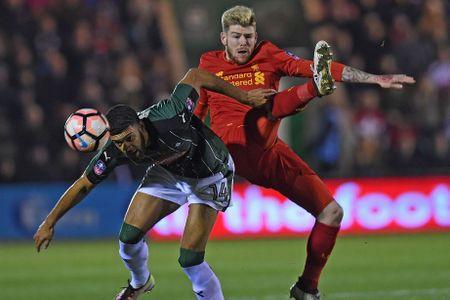 Lucas toa sang, Origi that bai tren cham 11m, Liverpool nhoc nhan gianh ve di tiep - Anh 8