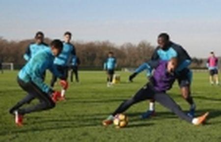 Lenh trung phat cua West Ham, Payet bi day xuong doi tre - Anh 11